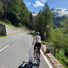 Roadbiking on an empty col de la Forclaz near trient